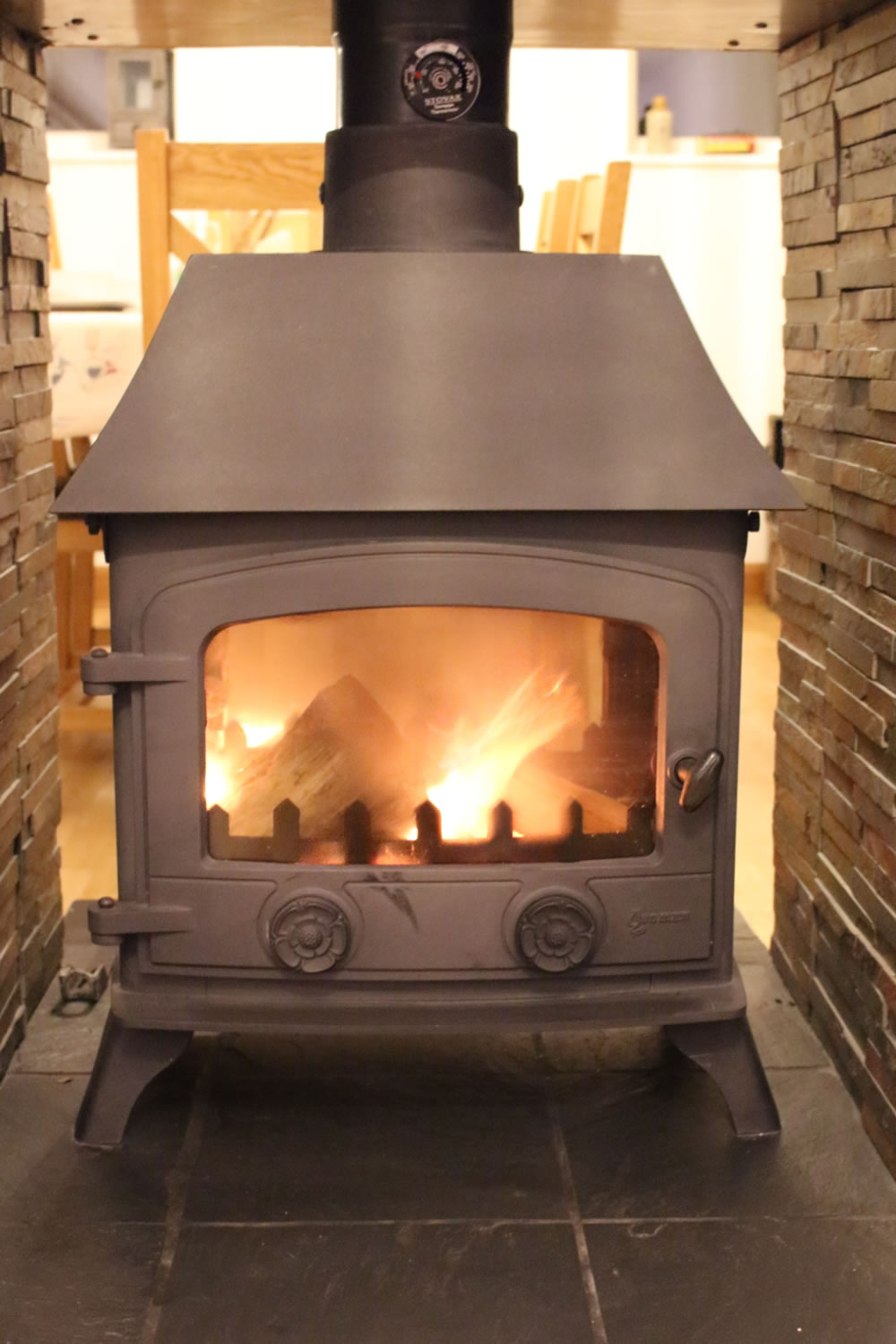 Double aspect wood burning stove ensuring comfort whatever the season!